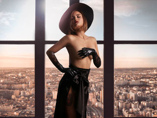 AnneVacci Marvellous Big Tits LIVE!-Hello welcome I am a