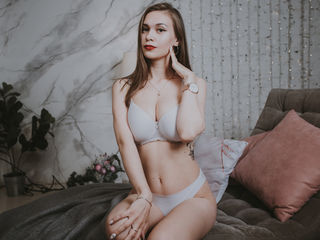 MollyWest -I love to dance to