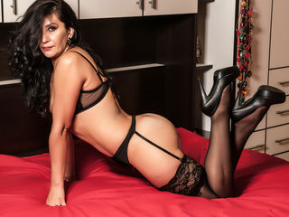 Voir le liveshow de  DonnaConstance de Livejasmin - 48 ans - Do You think I'm attractive? Well than You should see me naked... I will totally blow You ...