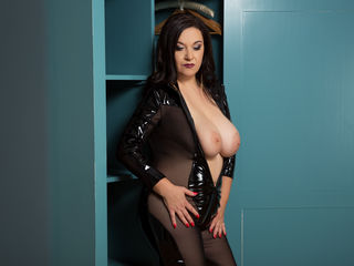Voir le liveshow de  Wantedsarah de Livejasmin - 46 ans - I will enrapture through a combination of feminity and full-throttle sex appeal. I'm a seduc ...