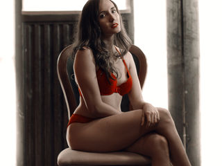ValerieeRose -I am a woman