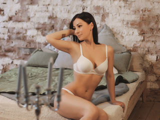 BellaCollins -I like to play and