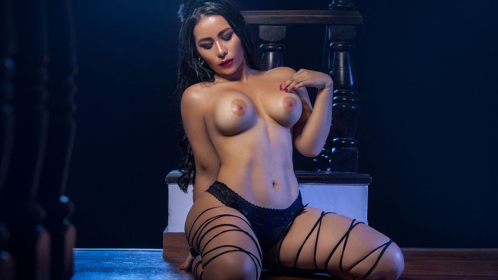 Watch the sexy AlanaDunn from LiveJasmin at GirlsOfJasmin