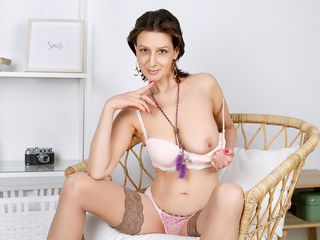 51 petite white female brown hair brown eyes SquirtCumShow chat room