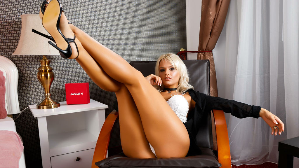 Watch the sexy AstridSkarlet from LiveJasmin at GirlsOfJasmin