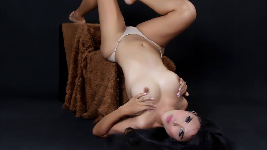 iSUCKMYIOINCH LiveJasmin Webcam Model