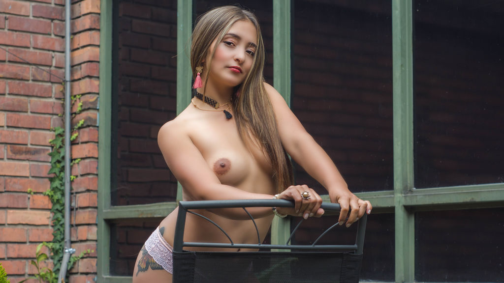 Watch the sexy JessieJacobs from LiveJasmin at GirlsOfJasmin