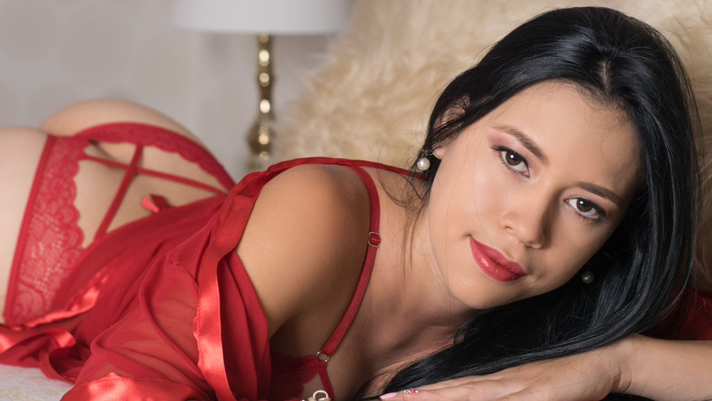Cam Performer ZoeFerrer is online for chat