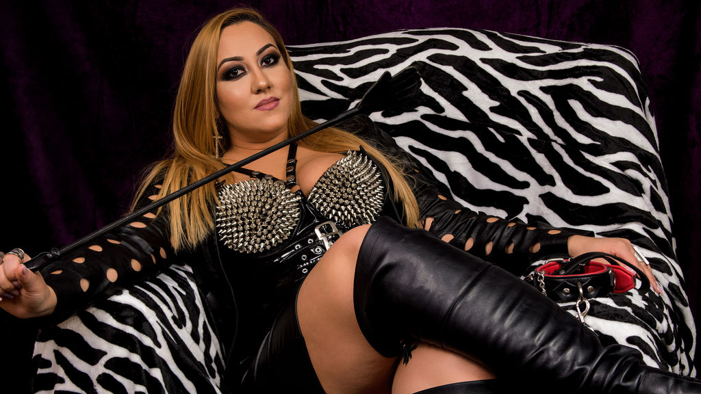 Discover and Live Sex Chat with SensualRaissa4U on Live Jasmin
