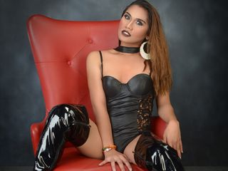 image of tranny cam model xMonicaOnDutyx