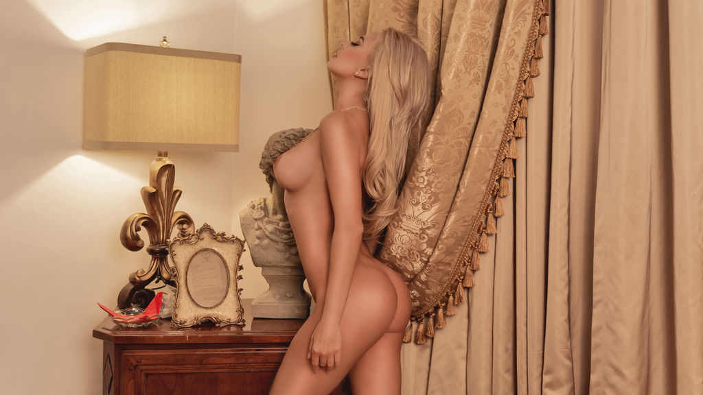 Watch the sexy CrystallDee from LiveJasmin at GirlsOfJasmin
