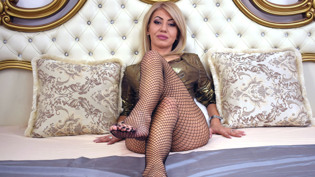 Watch the sexy VanessaKampf from LiveJasmin at GirlsOfJasmin