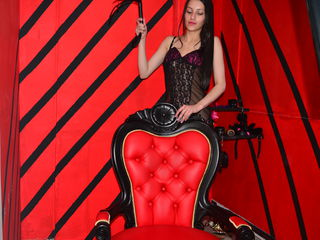 Webcam model SubmissiveXGirl from Web Night Cam