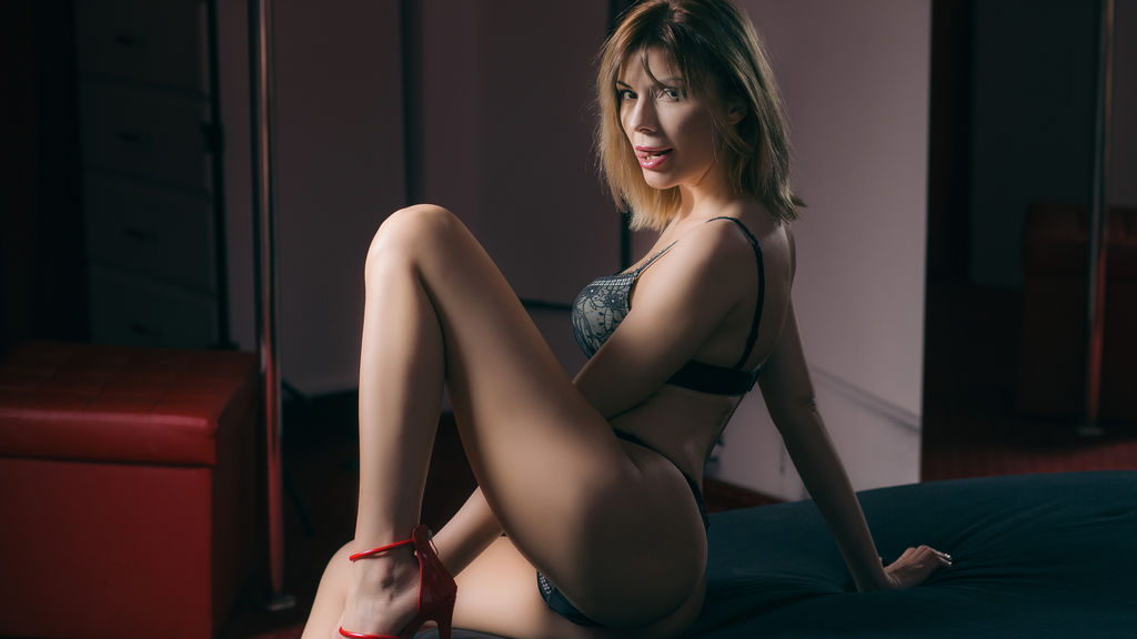 Discover and Live Sex Chat with MikaellaRosse on Live Jasmin