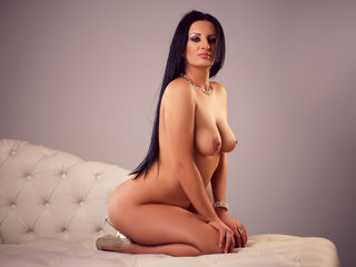 VIVO.webcam PleasingVivien (35) woman with normal breasts