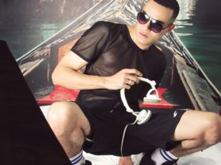 TonnyFeet Live Jasmin-Latin Guy : I am a