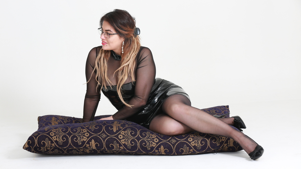 Watch the sexy mamidirty from LiveJasmin at GirlsOfJasmin