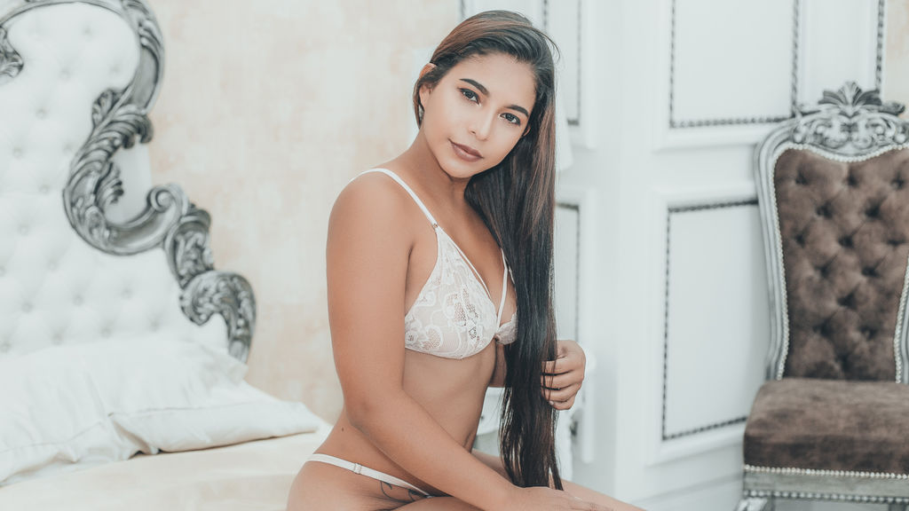 SylvanaMaes online at GirlsOfJasmin