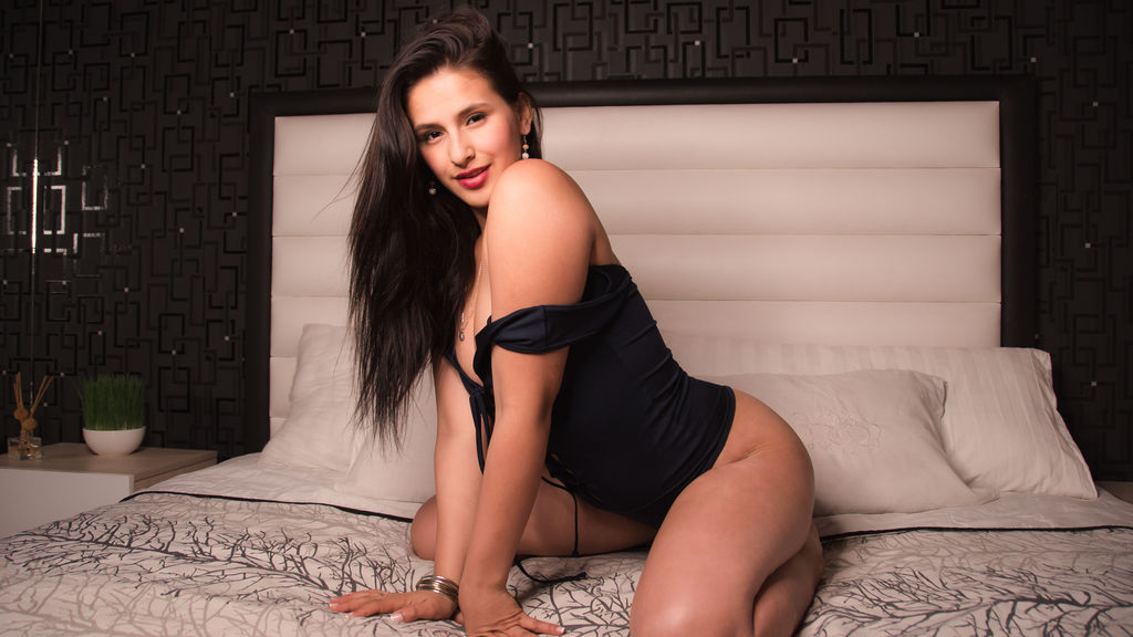 Watch the sexy VeronicaGrey from LiveJasmin at GirlsOfJasmin