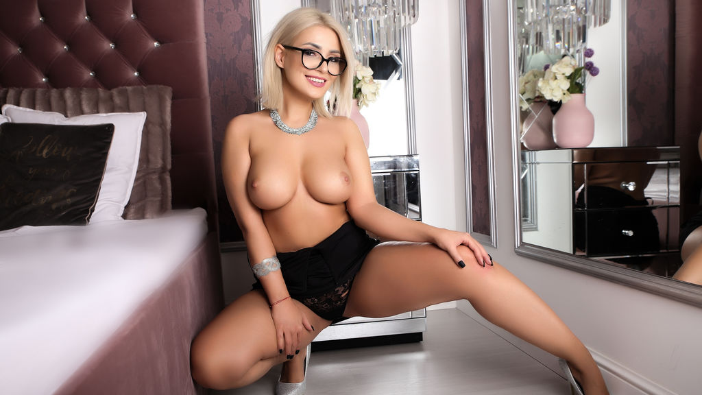 Watch the sexy GiftedClara from LiveJasmin at GirlsOfJasmin